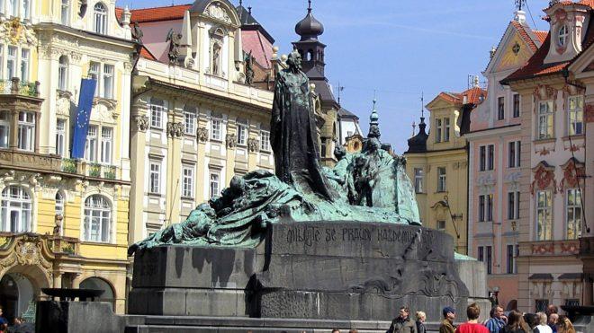 Place de la vieille ville à Prague tourisme